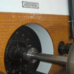 Akselgennemføring fra turbinekammer til maskinsal